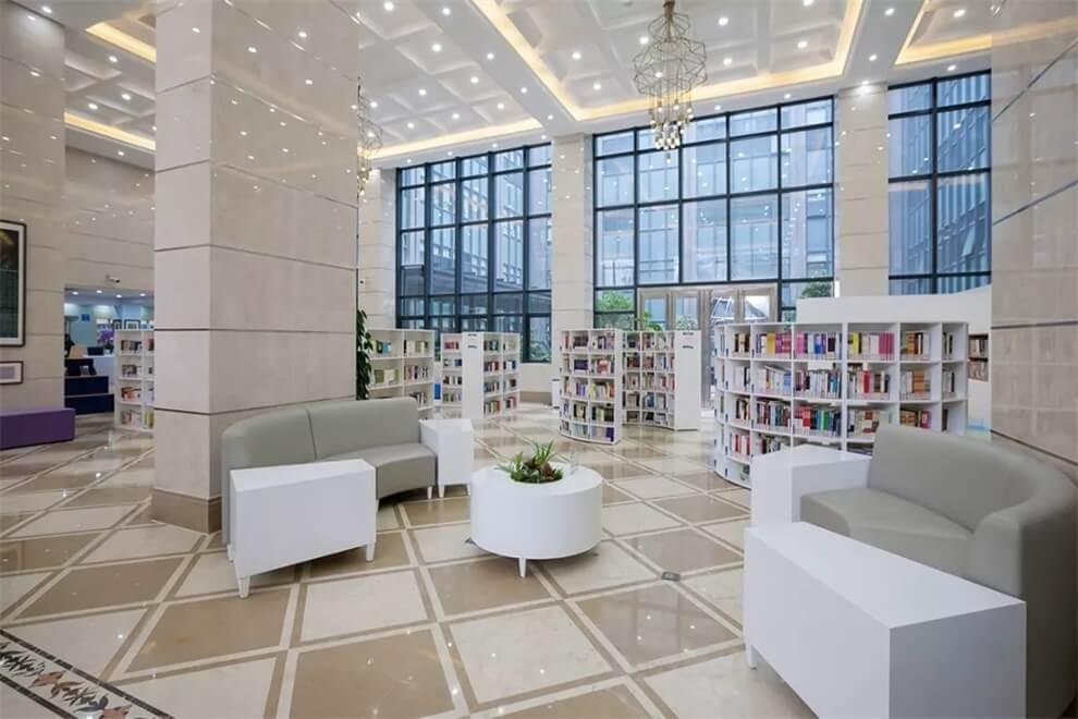 上海师大附二外学校图书室图集