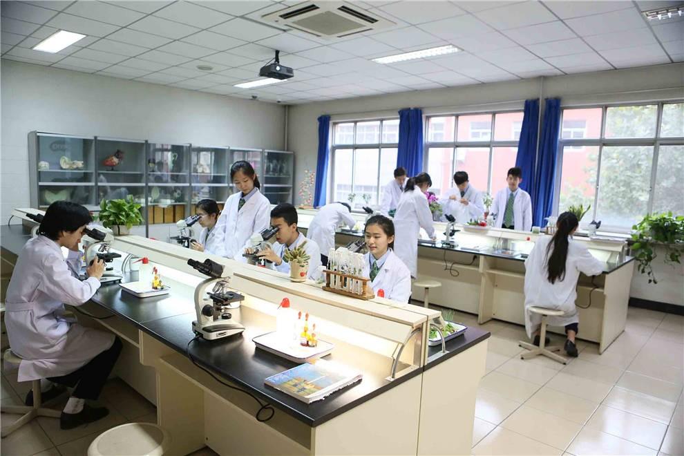 北京私立汇佳学校实验室图集