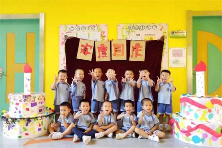 深圳市宝安区中英公学幼儿部喜迎国庆图集