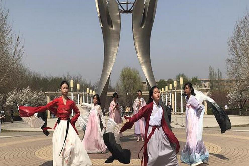 石家庄康福外国语学校咏春怀古寒食节亲子游园活动图集