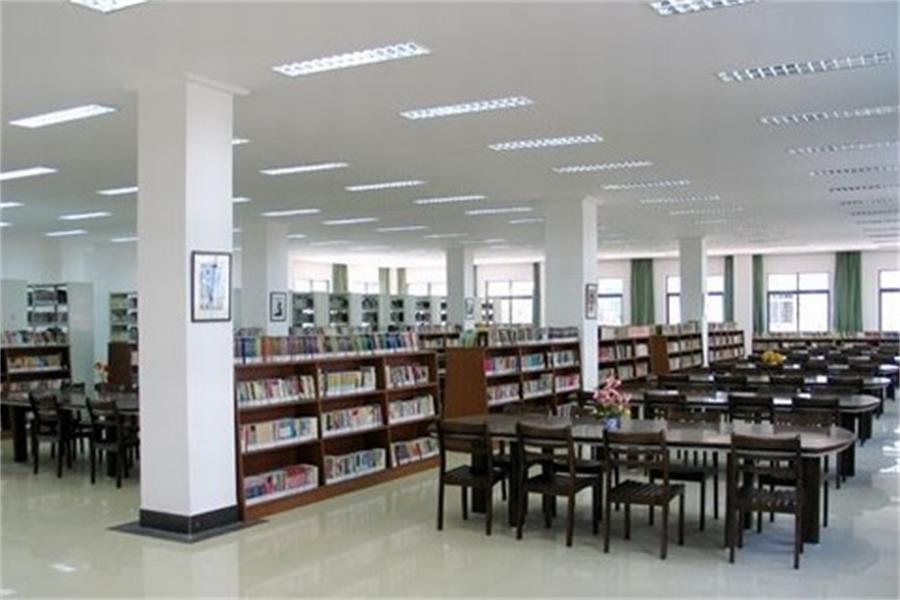 北京市剑桥中学活动室图集
