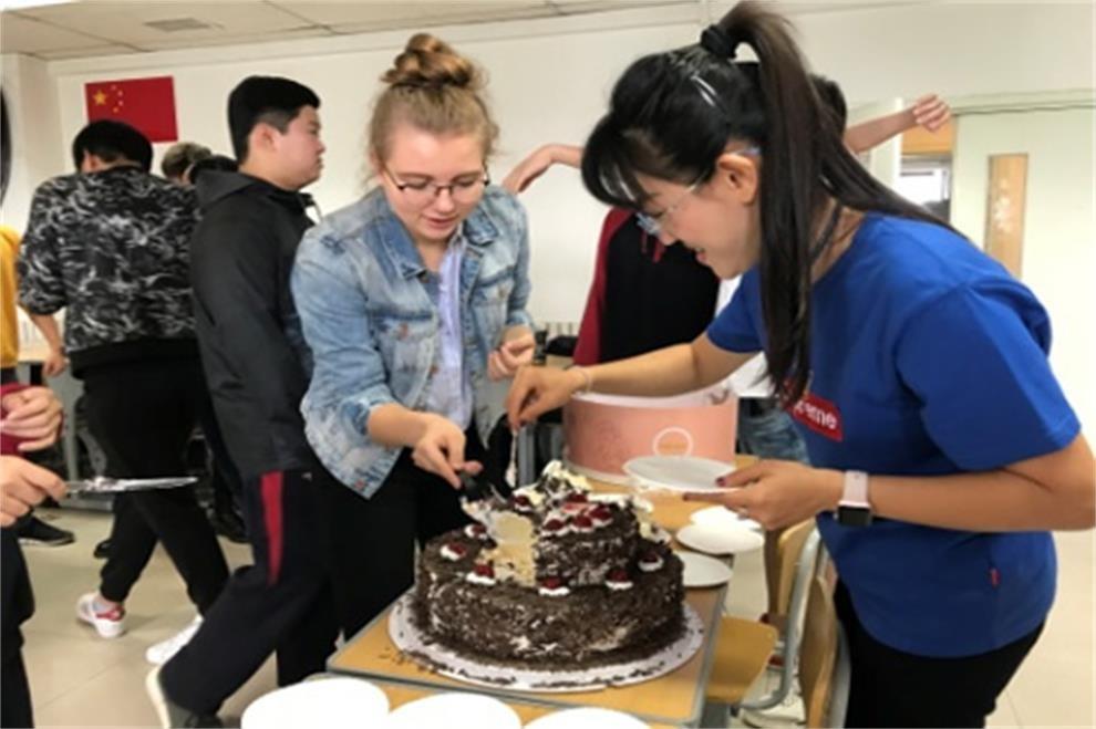 北京师范大学附属中学国际部生日庆祝会01
