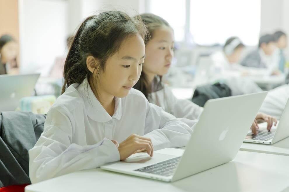 青苗国际双语学校学生上文化课图集