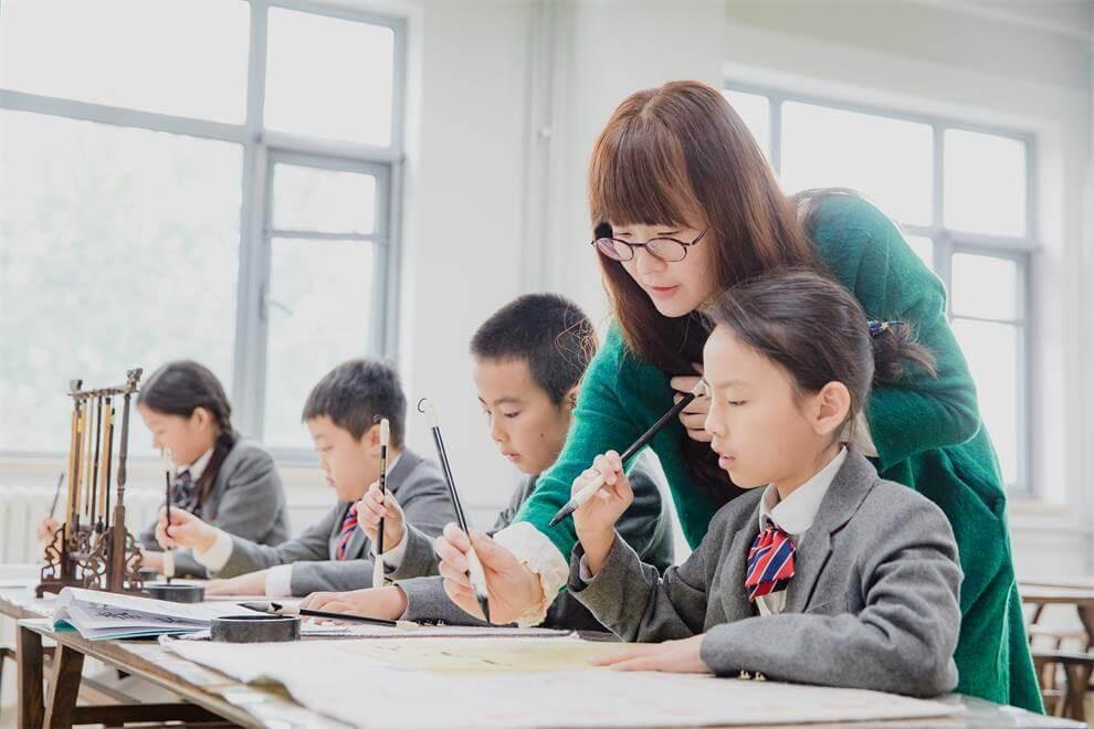 青苗国际双语学校学生上艺术课图集
