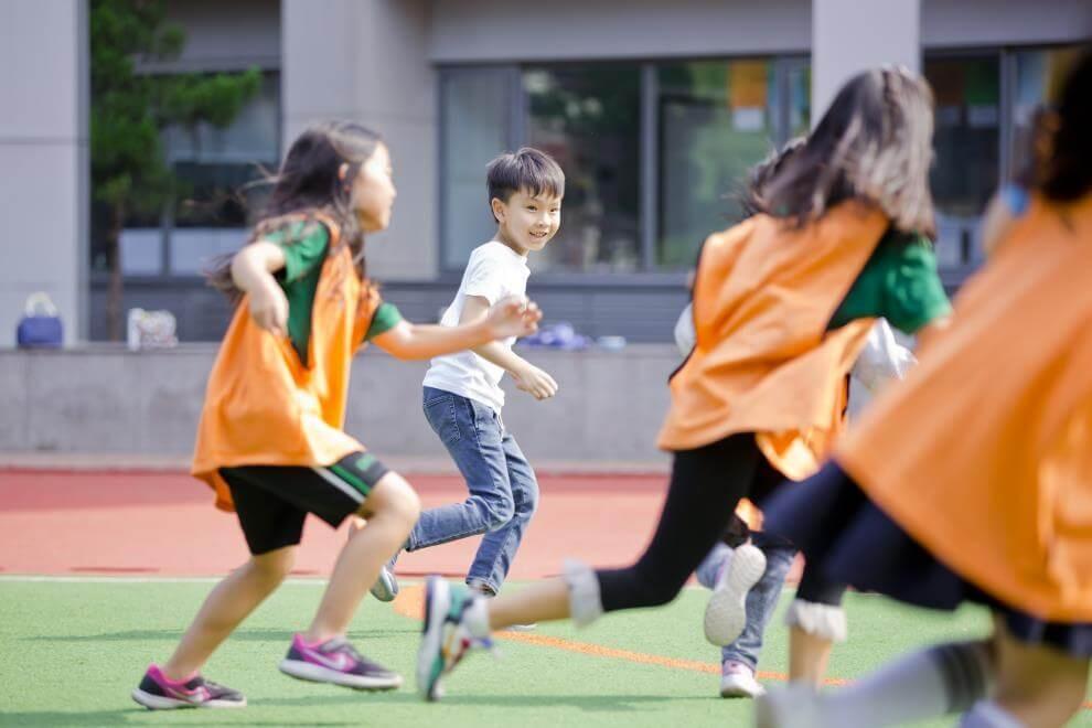 青苗国际双语学校学生在娱乐图集