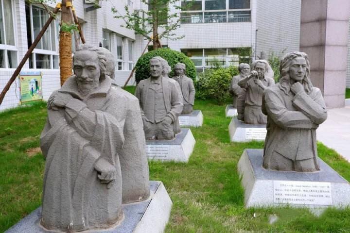 西安高新国际学校校园雕塑图集