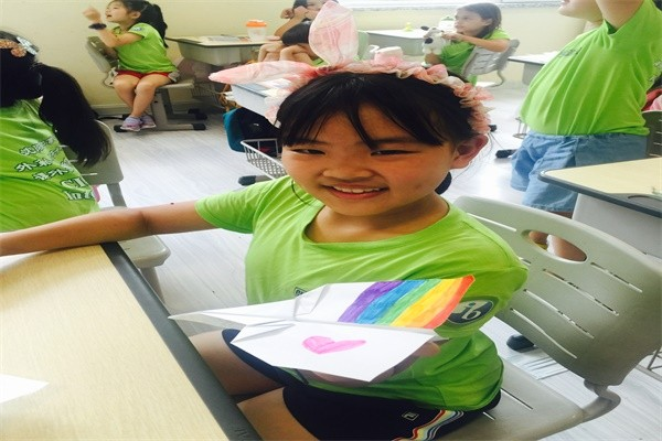 沈阳加拿大外籍人员子女学校制作纸飞机图集02