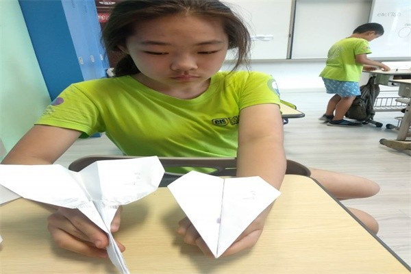 沈阳加拿大外籍人员子女学校制作纸飞机图集03