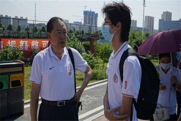 哈尔滨顺迈华美外国语学校镜头下记录高考图集
