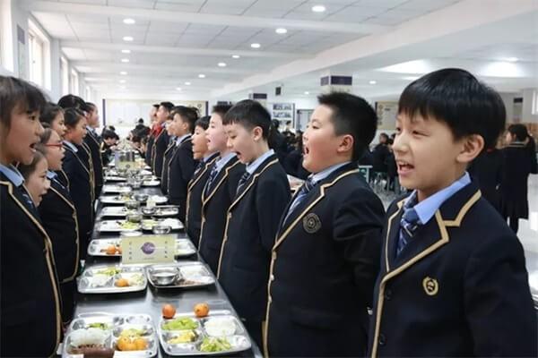 青岛格兰德中学学校餐厅图集