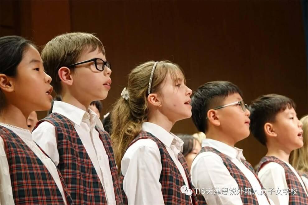 天津思锐外籍人员子女学校唱歌活动图集