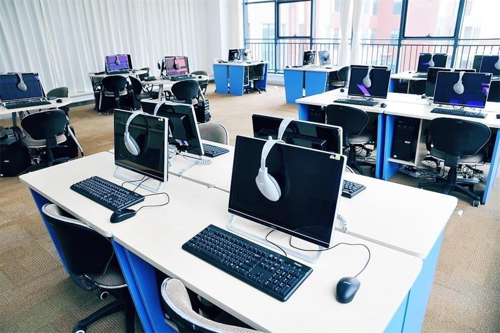 青岛孔裔国际公学电脑室图集
