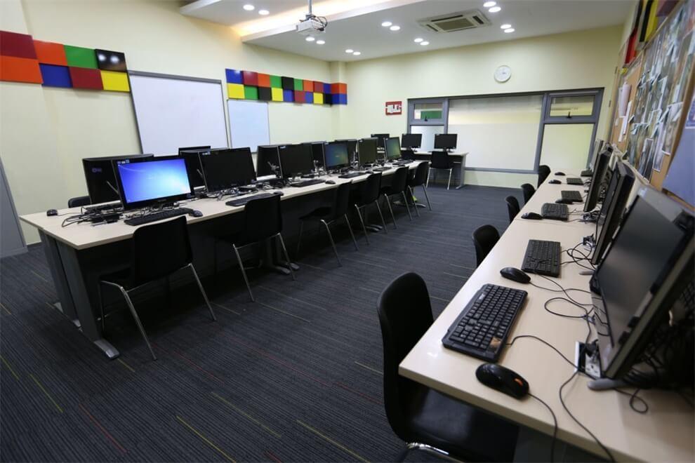 上海协和双语高级中学计算机室图集