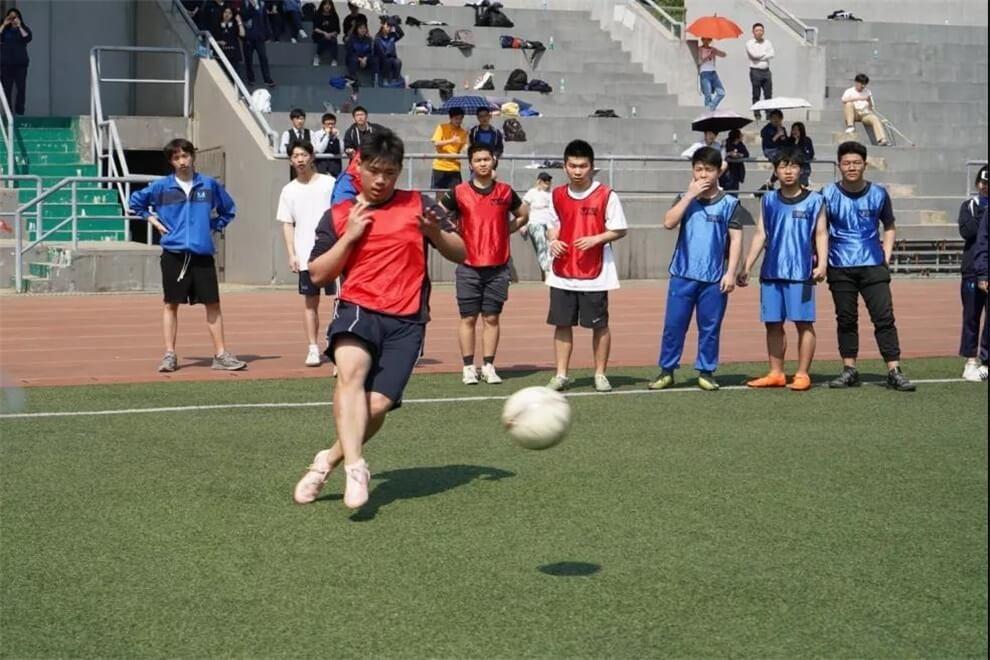 武汉光谷剑桥国际高中足球赛图集
