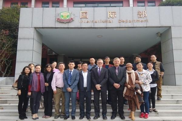 武汉市洪山高级中学国际部教师合影图集