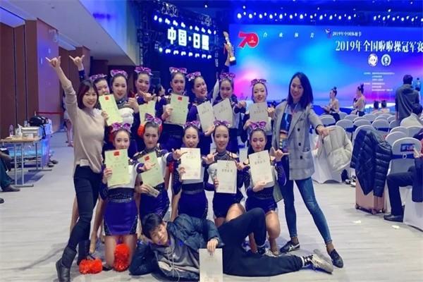 武汉市第六中学国际部啦啦操队图集