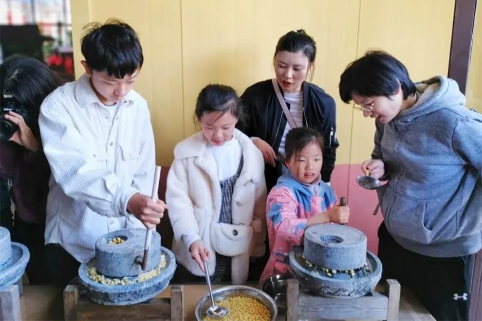 青岛威德明特双语学校农耕体验活动图片05