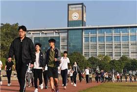 深圳市富源英美学校FBAS十一届趣味运动会图片