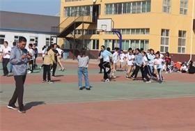 """北京市剑桥中学""""迎国庆""""跳长绳比赛图片"""