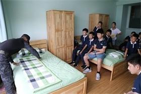 """武汉海外学校做 """"扫天下""""之骄子图片"""