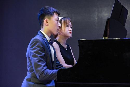 演奏者:Leon Gao(Grade 7)& Angelika Li