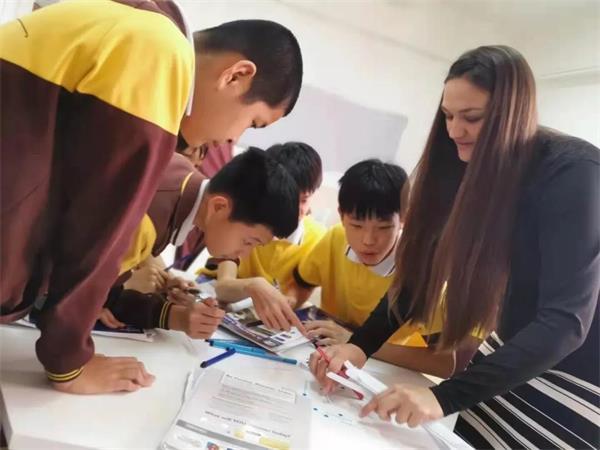 东莞市翰林实验学校国际部师生上课图片